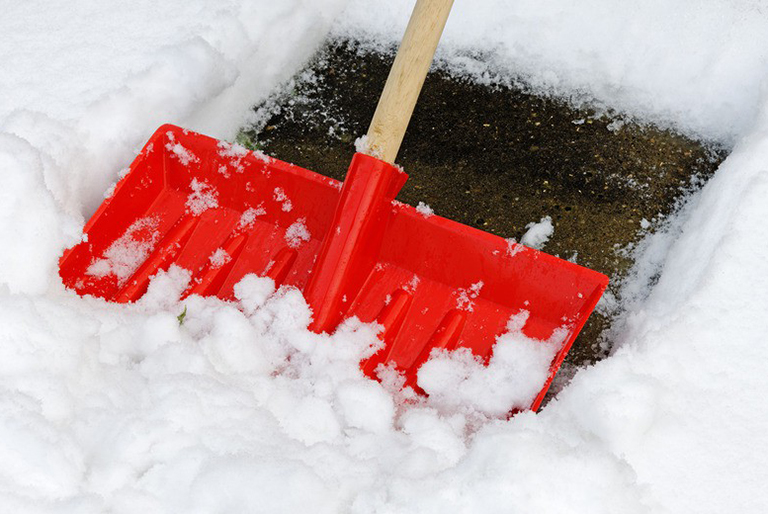 photodune-3876560-snow-shovel-s-948×520